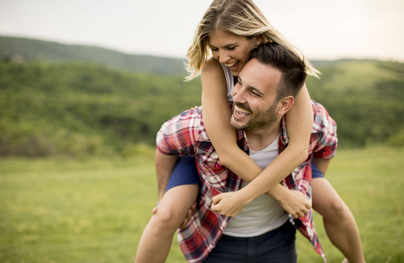Date nights can be so much fun, but they can also be so expensive! Even just dinner and a movie can put a dent in your budget. So why not try these budget friendly date night ideas that are tons of fun, without the huge price tag.