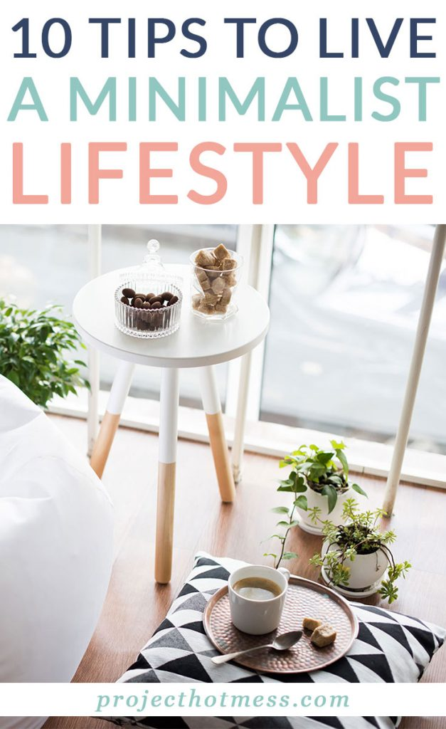 Do you want to begin living a minimalist lifestyle but don't know where to begin? Do you feel overwhelmed and scared you may need to throw out all your favorite things? Minimalist living doesn't have to be that complicated! Here are 10 tips to live a minimalist lifestyle.