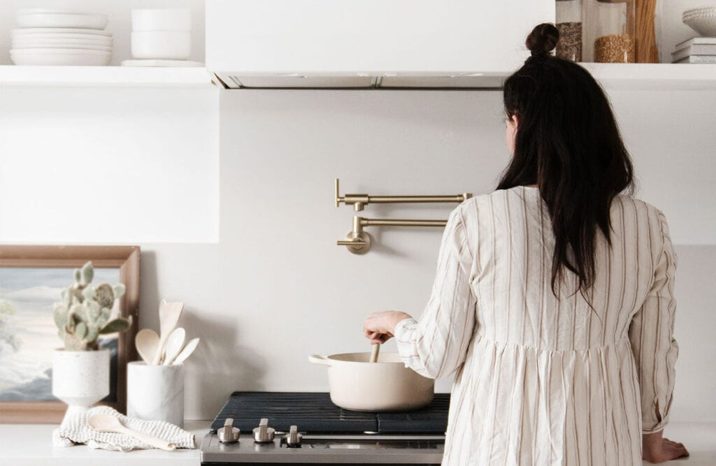 Do you ever open that drawer in your kitchen and realize just how unorganized it's become. The kitchen is the heart of the home and can easily get out of order. Here are some tips on how to quickly organize your kitchen and keep it tidy and functional for you and your family!