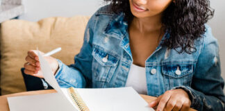 There's a big difference in begin busy and being productive. Here are 11 habits of productive women so you can start achieving your goals.